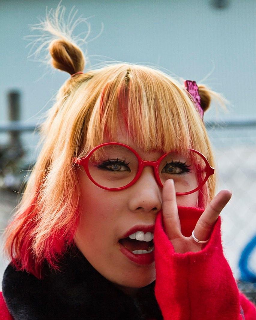 იაპონელმა ქალებმა სამსახურში სათვალის ტარების აკრძალვა ფლეშმობით გააპროტესტეს