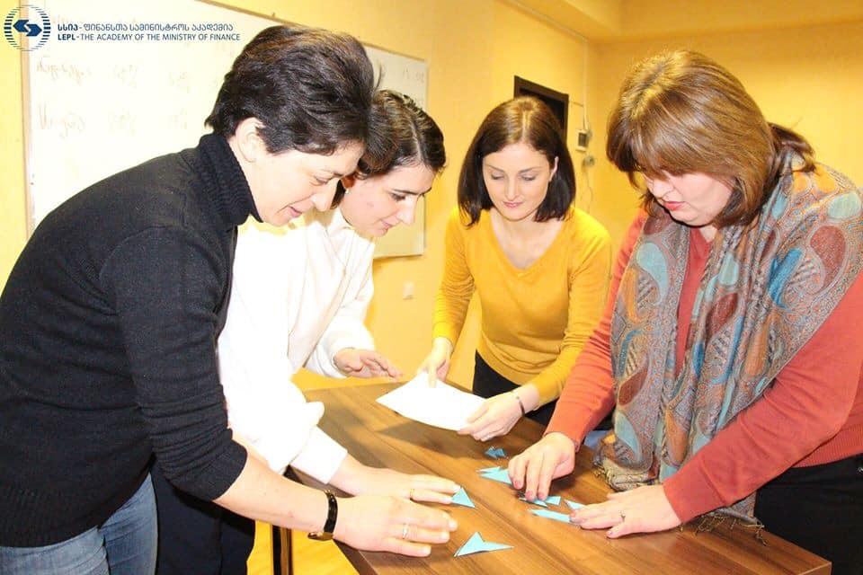 ტრენინგები ქალი მეწარმეებისთვის: როგორ ვმართოთ ბიზნესი