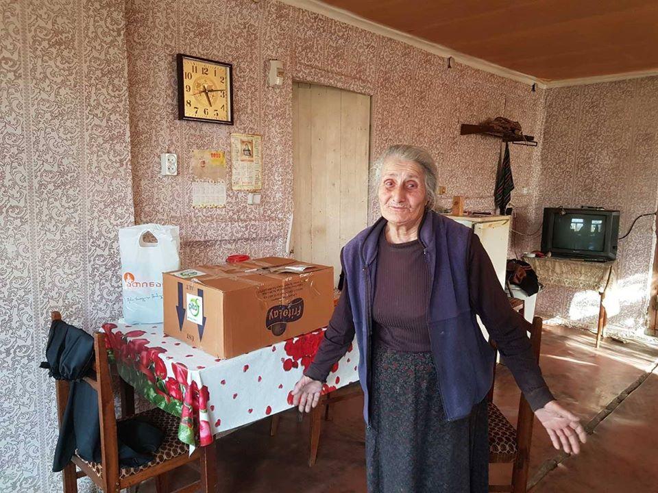ათინათის ახალგაზრდულმა ცენტრმა 5 ოჯახს საკვები პროდუქტები და საყოფაცხოვრებო ნივთები გადასცა