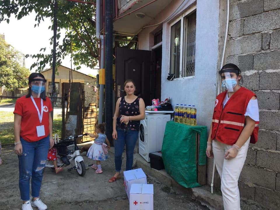 The Georgia Red Cross Society Batumi branch continues to deliver food and hygiene parcels to the older people and multiple children families
