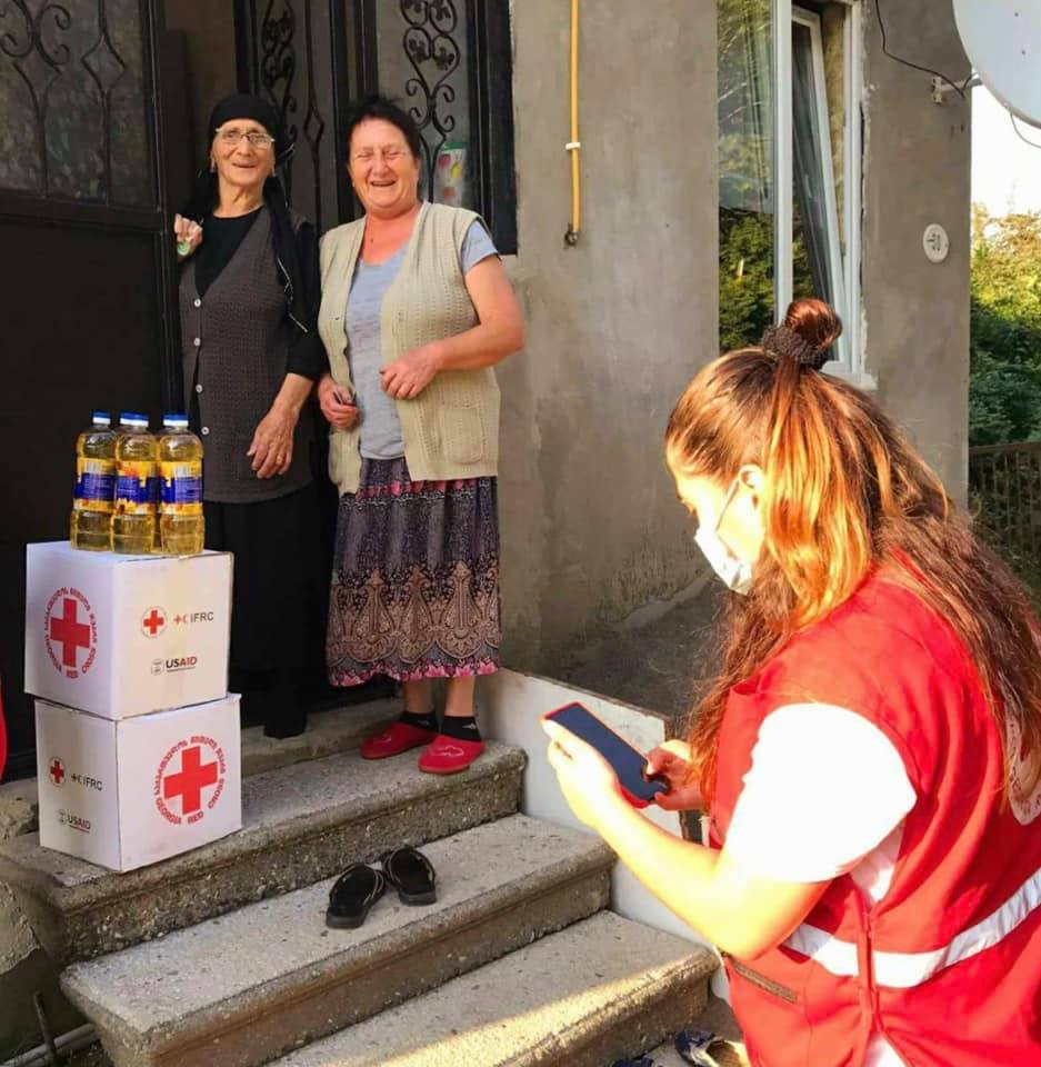 Volunteers of the #GRCS Batumi branch distributed parcels of basic necessities to the vulnerable groups