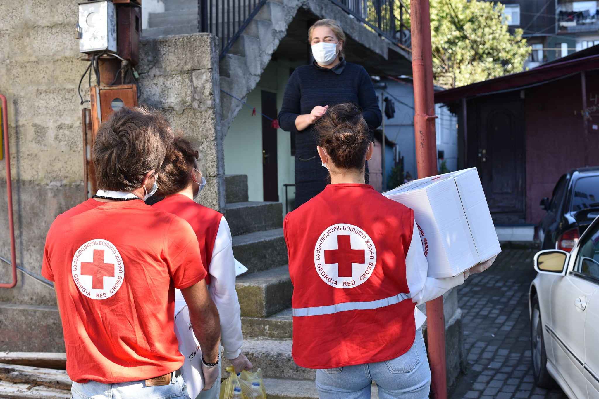 GRCS Volunteers continue to distribute parcels of basic necessities to the vulnerables