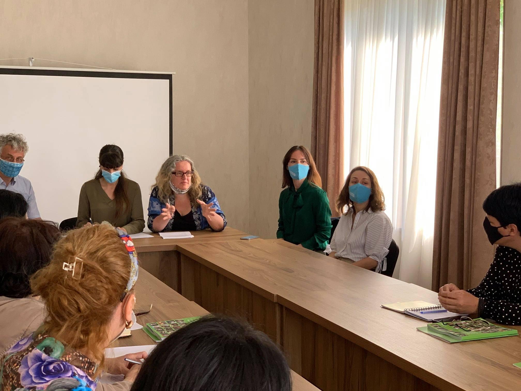შეხვედრა ა/ო-ების წარმომადგენლებთან, დევნილ და კონფლიქტის შედეგად დაზარალებულ ქალებთან