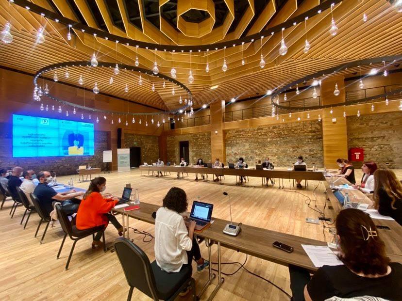 გაეროს ქალთა ორგანიზაცია და საჯარო სამსახურის ბიურო სამუშაო შეხვედრას მართავს